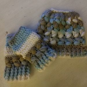NEW Hand crochet messy bun hat &fingerless mittens